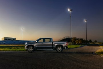 The all-new 2019 Silverado LT features chrome accents on the bum
