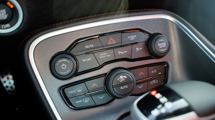 2018 Dodge Challenger GT Review - Buttons