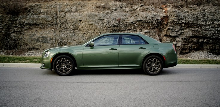 2018 Chrysler 300 Review -HERO
