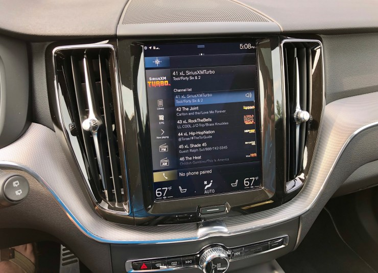 The infotainment system is easy to use, responsive and supports Apple CarPlay & Android Auto.