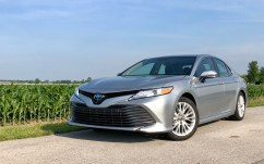 2018 Toyota Camry Hybrid XLE Review - 15