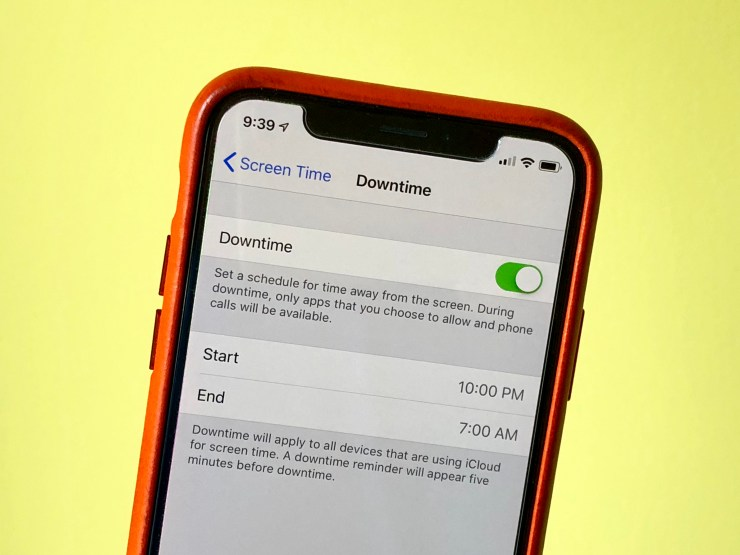Downtime in iOS 12 helps you get ready to go to bed by limiting iPhone or iPad usage.