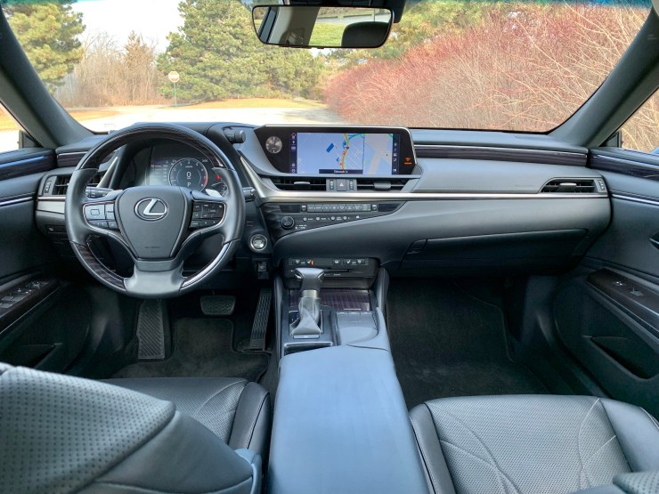 The 2019 Lexus ES 350 interior looks great, is spacious and comfortable.