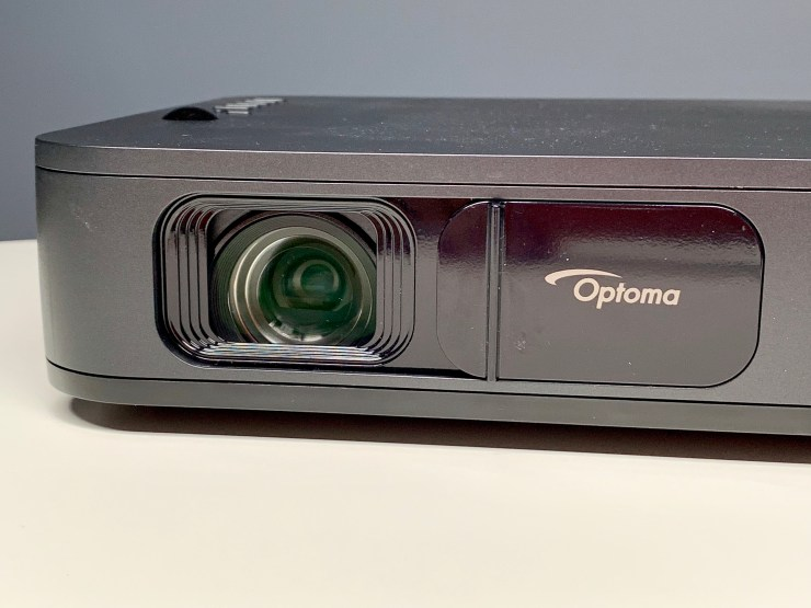 A sliding lens cover keeps it safe when you are taking the Optoma LH150.