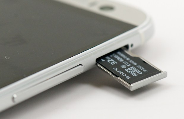 Android Beats iPhone - Micro SD Card