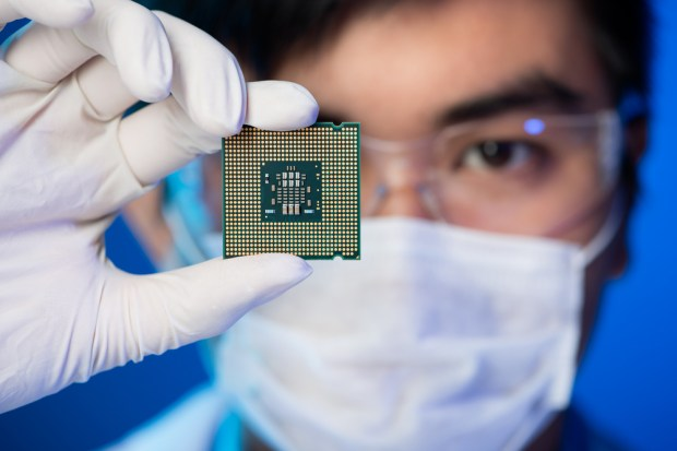 Intel announced a new processor that delivers better performance and battery life.