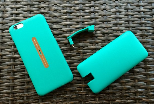 This iPhone 6 battery case offers power when you need it and a slim design when you are charged.