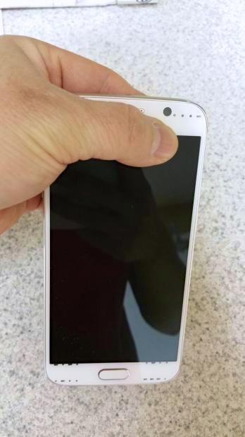 Samsung Galaxy S6 vs HTC One M9 -  1