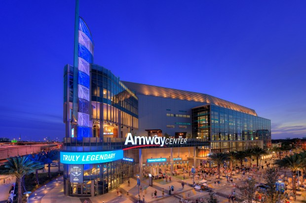 amway-center-apple-pay