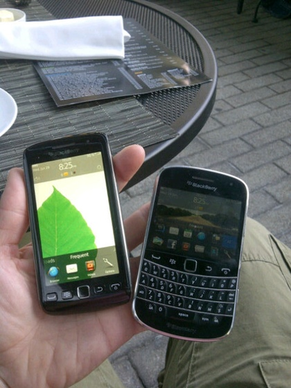 BlackBerry Bold 9900 and Torch 9860