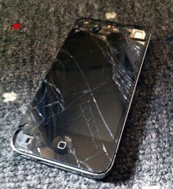 cracked screen iphone still works