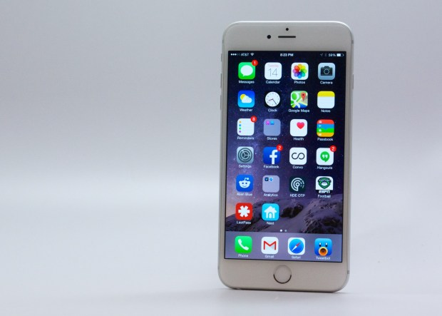 There's no arguing the 5.5-inch iPhone 6 Plus display looks great.