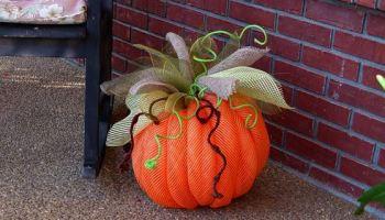 make your own deco mesh pumpkin