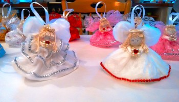 super cute paper doily angel ornaments