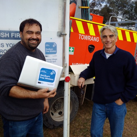 Alex Ferrara, Goulburn Free Wifi Project Convenor, and Geoff Pearson, President of the Towering RFS, inaugurate the hotspot.