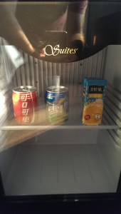 Die Rezeptionistin: The minibar is free for you
