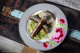 Rosenkohlgemüse mit Lammwürstchen mit Bohnenpüree |GourmetGuerilla.de