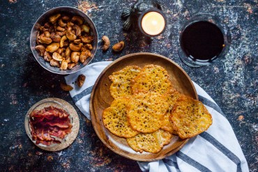 Low Carb Knabberkram Bacon-Chips, Cheddar-Cracker und Vindaloo-Cashews | GourmetGuerilla.de
