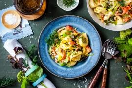Norwegische One-Pan Pasta mit Lachs, Krabben und Dill in Weisswein-Sahne |GourmetGuerilla.de