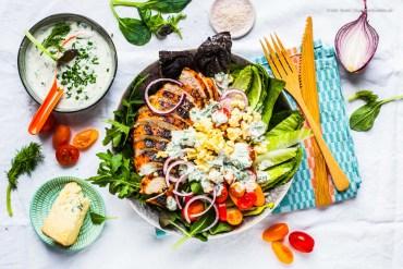Schelles BBQ-Hühnchen auf Salat mit hausgemachtem Low-Fat Ranch-Dressing |GourmetGuerilla.de