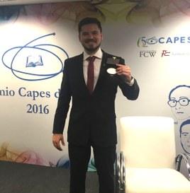 Eduardo Zimmer recebeu o Prêmio CAPES de Tese, em 2016 (Foto: Arquivo Pessoal)