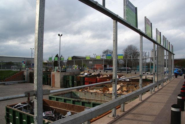 Waste recycling centre with big skips