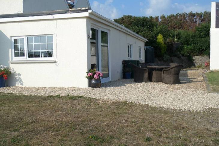 Coastal View self-catering apartment, Oxwich, Gower