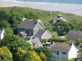 Hollies is a self-catering holiday cottage in Horton, Gower