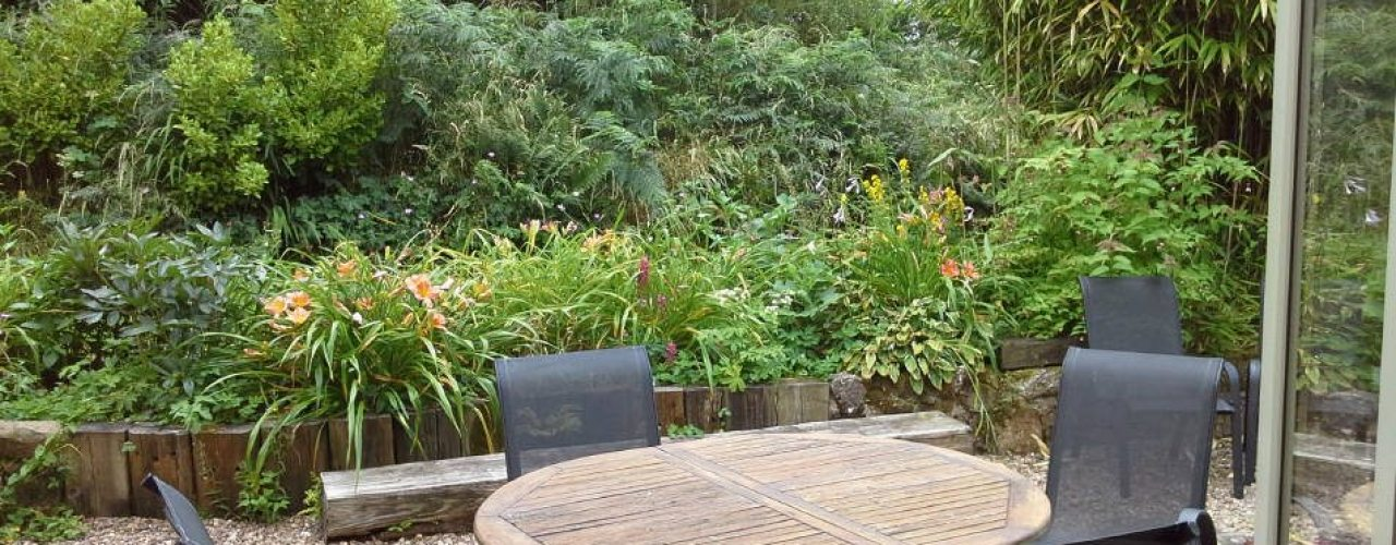 The outdoors dining area at Brook Cottage self-catering cottage, Reynoldston, Gower