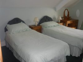 The twin bedroom at Hollies self-catering accommodation, Horton, Gower