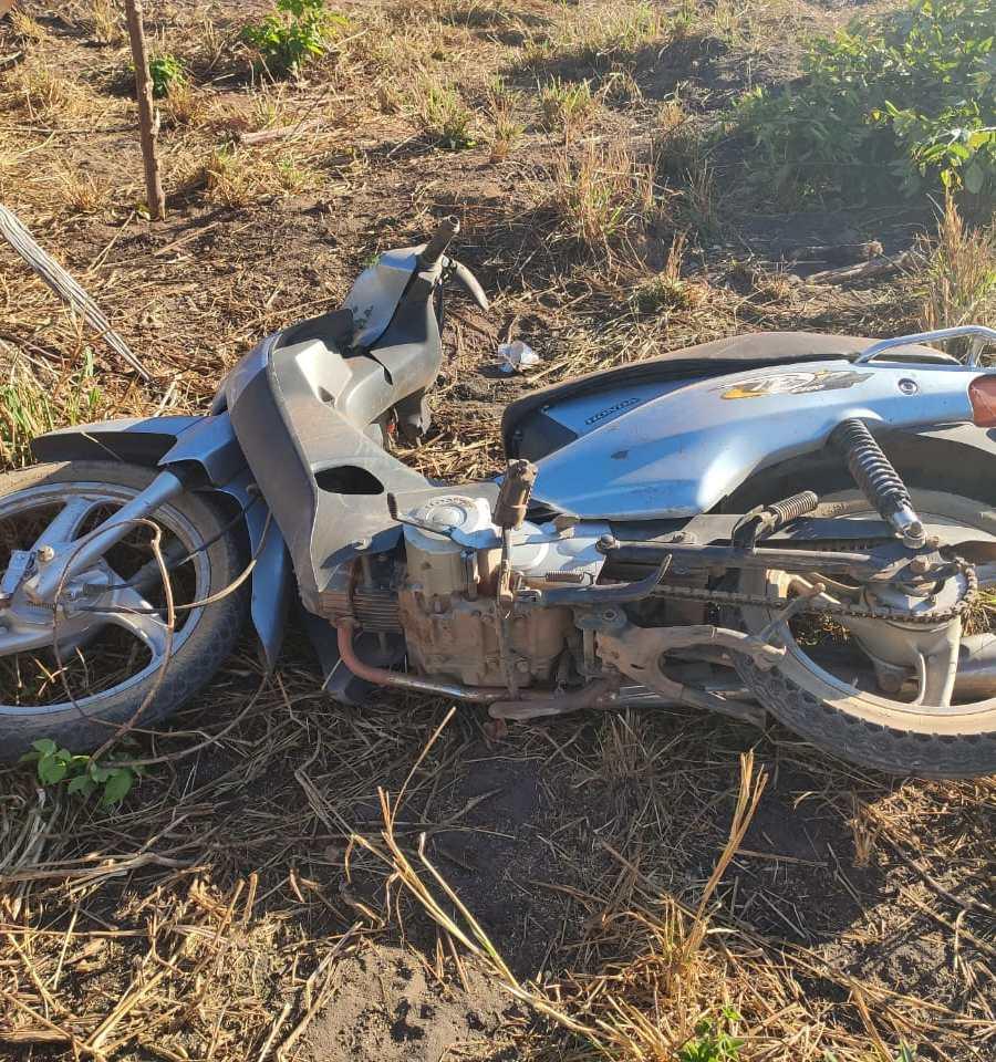 Corpo da vítima ficou ao lado da motocicleta
