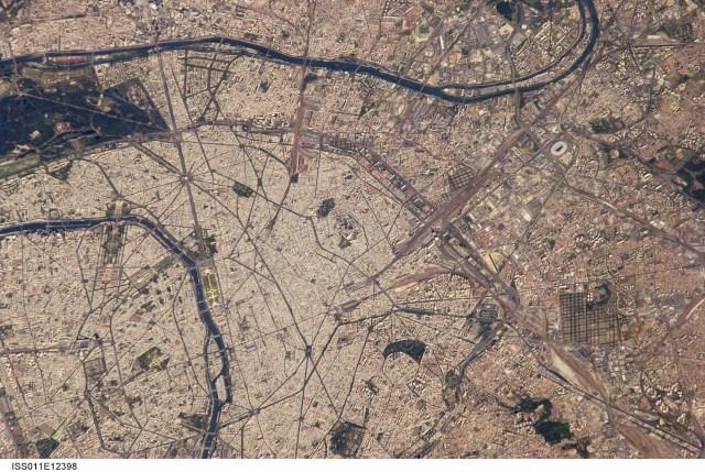 Vue de Paris en 2005 depuis la Station spatiale internationale