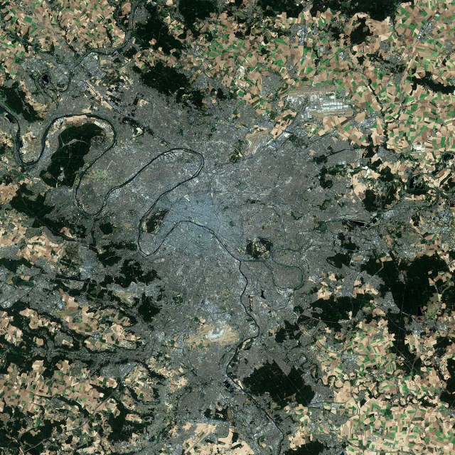 Vue de l'Ile de France et de son étalement urbain en 2015