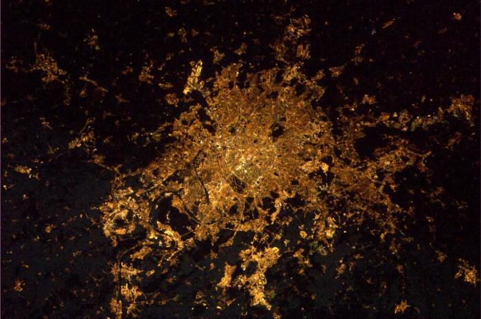 Ile de France la nuit vue de l'espace