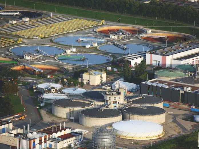 Usine de traitement des eaux. SIAAP, Syndicat interdepartemental pour l'assainissement de l'agglomeration parisienne