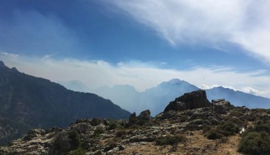 Die Rauchwolken im Tal vor der Hütte Ortu di u Piobbu