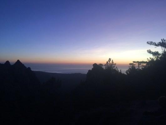Pénombre face à la mer depuis les montagnes - GR20