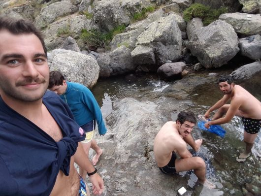 Une lessive rapide en rivière (savon bio de préférence pour le GR20