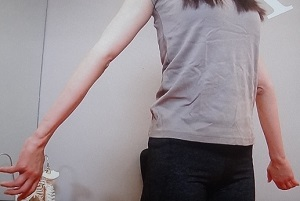 【この差って何ですか?】二の腕が太い人と細い人の差!細くなるエクササイズも
