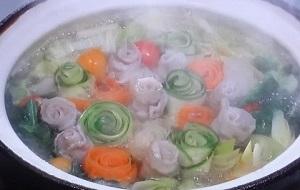 【ZIP】今年注目はムービー映えする鍋!塩レモン鍋、薔薇鍋