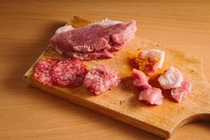 牛肉、ひき肉、豚肉