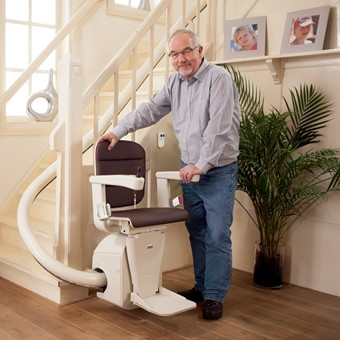 p_man_stairlift_elegance_cacao