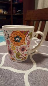 colorful-mug-with-tea