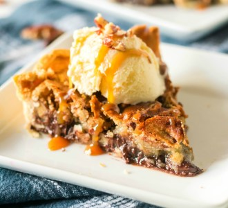 Try this super delicous Kentcuky Derby Pie Recipe at gracefullittlehoneybee.com
