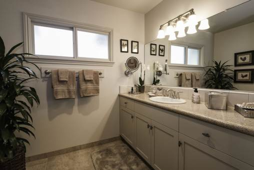 Bathroom with plush towels, shower over tub and complimentary Philosophy toiletries