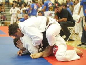 Lucas Rocha goes for the choke