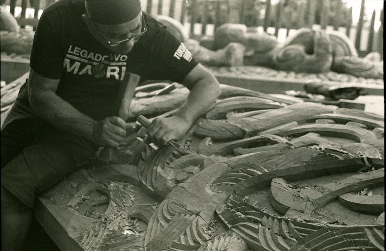 Um+homem+Maori+fazendo+uma+escultura+tradicional%3B+Credits%3A+Bianca+Auriemo+