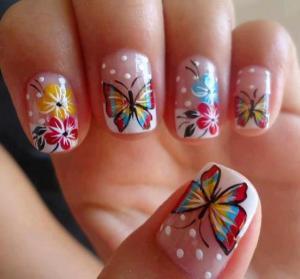 пеперудки и цветя маникюр