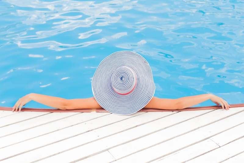 басейн в горещите дни