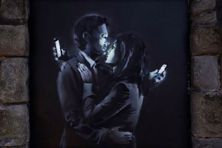 Banksy- mobile lovers